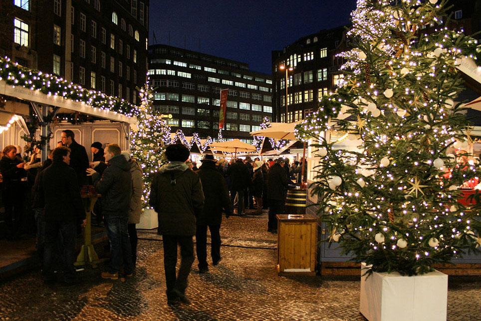 Weihnachtsmarkt auf den Hamburger Gänsemarkt